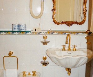 GOLD BATHROOM FITTINGS GRAND HOTEL LA SONRISA