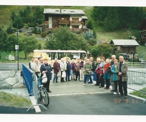 Geoff Phillips Eastern Europe tour group 2002 at Zamatt