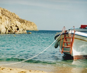 Boat takes you to Super Paradise beach